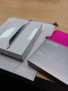 iPad mini met roze hoes. Hopelijk blijft Arjan er dan vanaf ;-)
