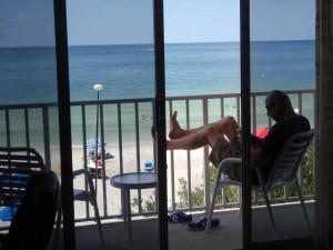 Heerlijk op het balkon zitten